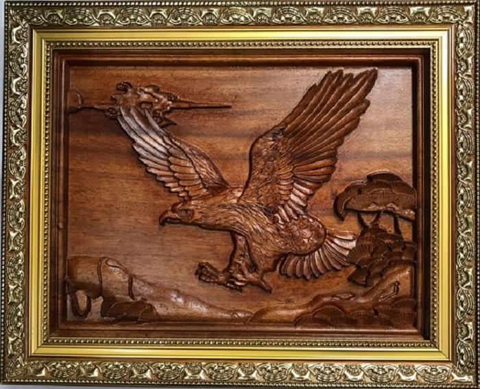 Treo tranh gỗ đại bàng tung cánh chuẩn phong thủy đem lại nhiều lợi ích
