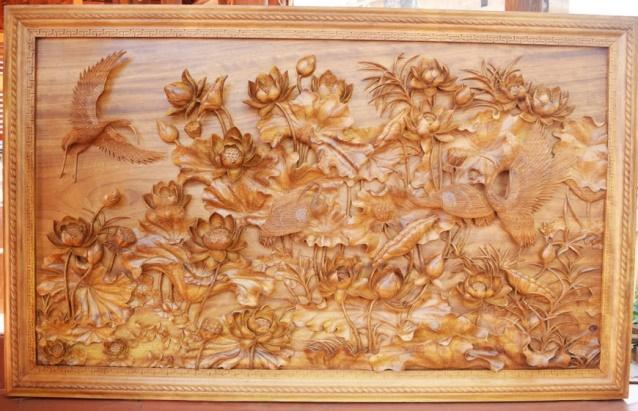 Tranh gỗ hoa sen nên treo ở phòng khách hay phòng thờ