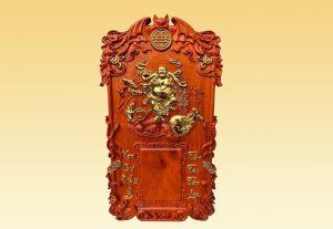 Đốc lịch Gỗ Thần Tài mạ vàng gỗ hương 40x70x3