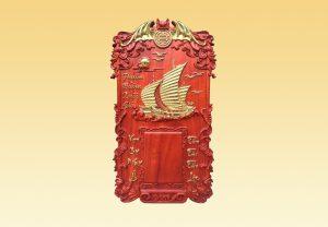 Đốc lịch gỗ Thuận Buồn Xuôi Gió dát vàng 40x70x3